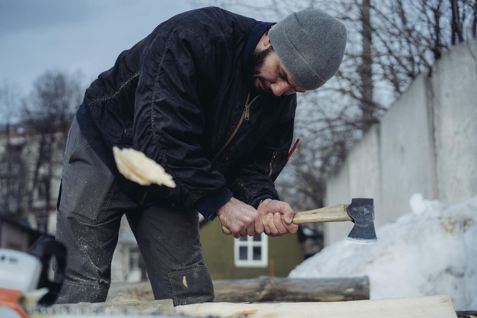 Я работаю плотником: строю дома, срубы, реставрирую храмы