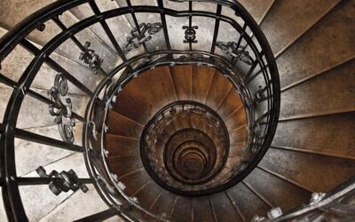 Спуск по карьерной лестнице