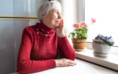 Пенсионерам в Петербурге больничные продлевают на весь февраль, в Томской области — до апреля