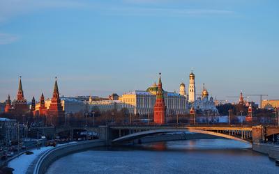 Жители России по-прежнему считают Москву и Петербург городами с лучшей зарплатой
