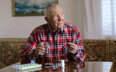 Пенсионерам разрешили оформлять больничные на самоизоляции до 1 мая