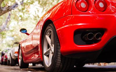 Американец потратил 5 миллионов долларов по программе поддержки бизнеса на дорогие машины